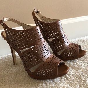 New never worn BCBG Generation brown heels.